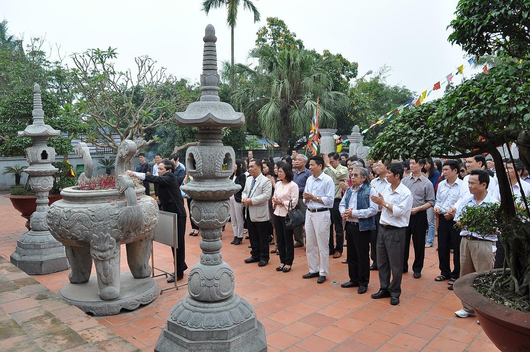 Đoàn làm Lễ dâng hương tại đền thờ Trạng Trình - Nguyễn Bỉnh Khiêm